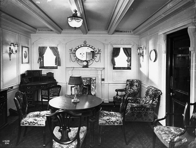 Olympic-F-Double-Suite-lounge