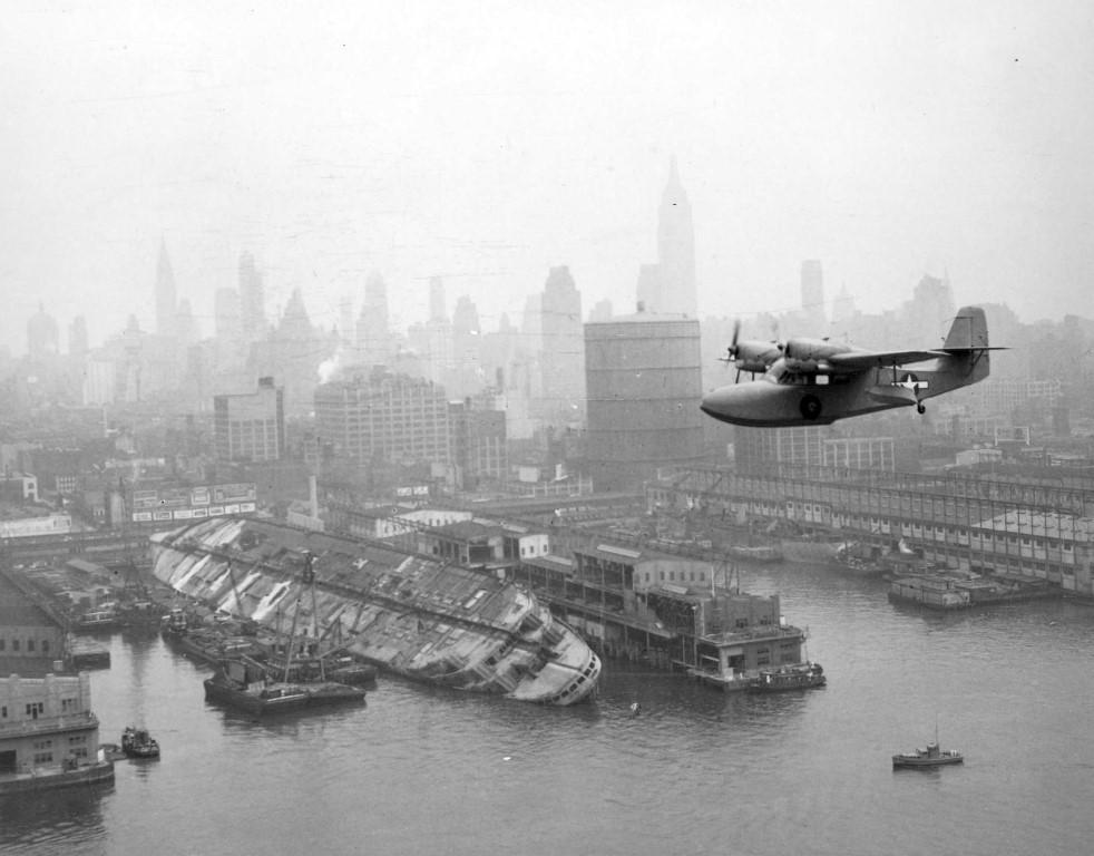 NYC_03_J4F_Widgeon_Lafayette_1943_SSNormandie